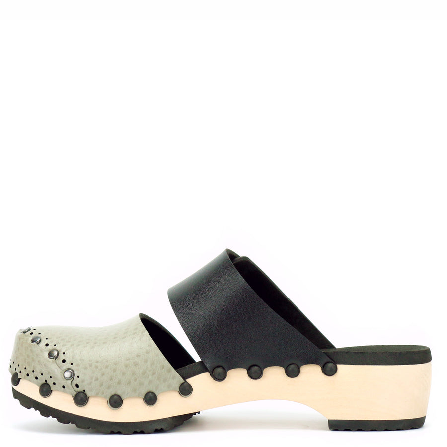 Low vegan leather closed toe clog in oatmeal and onyx