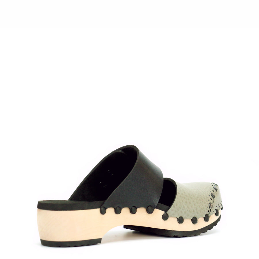 Low mule clog with oatmeal and onyx upper