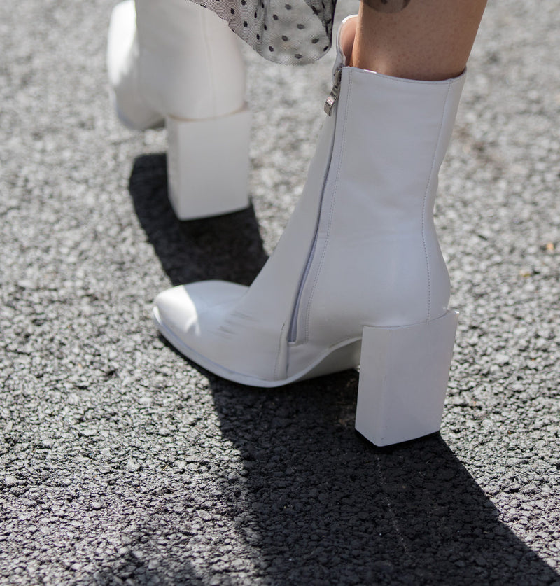 WHITE BOOTS ARE IN & HERE'S HOW TO WEAR THEM!