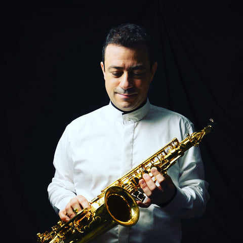 Jérôme Laran is a French saxophoniste who uses GapCap and Key Leaves products to prevent sticky pads and clean the saxophone.
