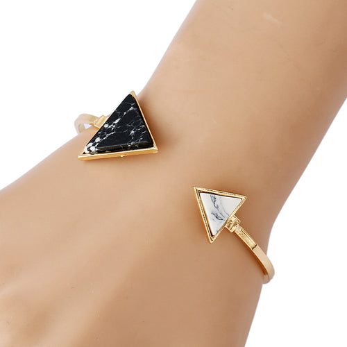 CHARMING MEETING ARROWS MARBLE TIP BANGLE BRACELET