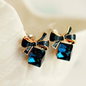 ELEGANT CUBE GEMS BOW DESIGN STUD EARRINGS