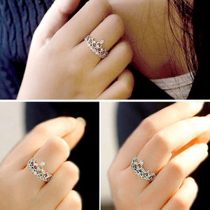 ELEGANT SILVER AND GOLD GEM-STUDDED CROWN RING