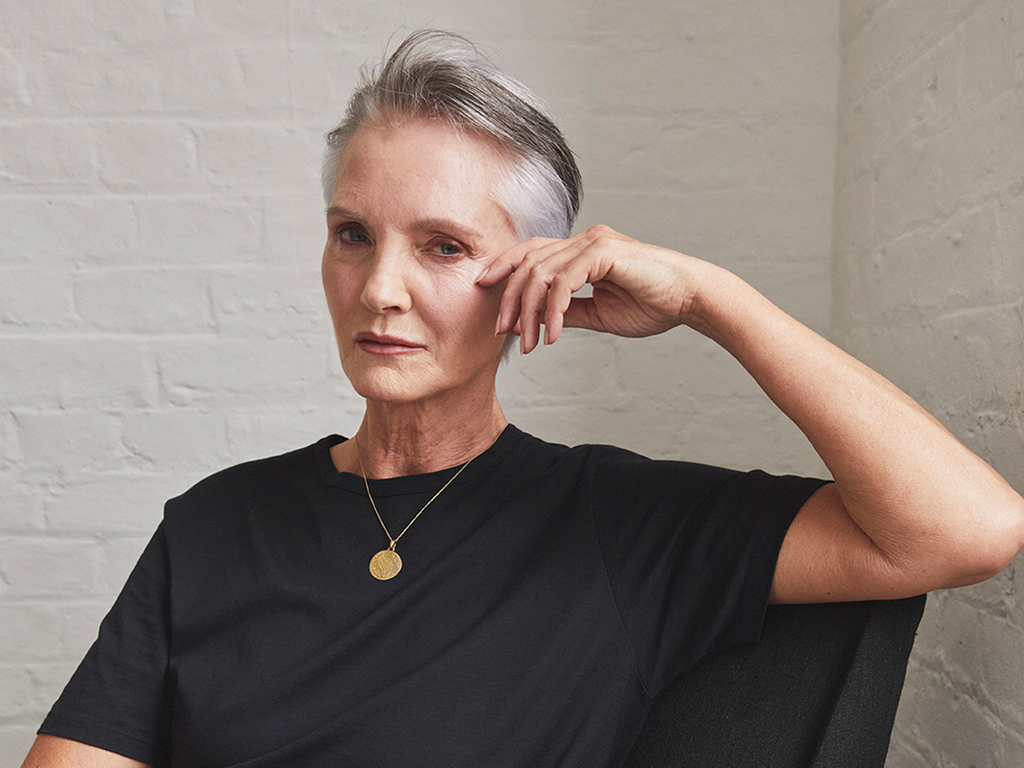 Short grey hair: the trend for 2021