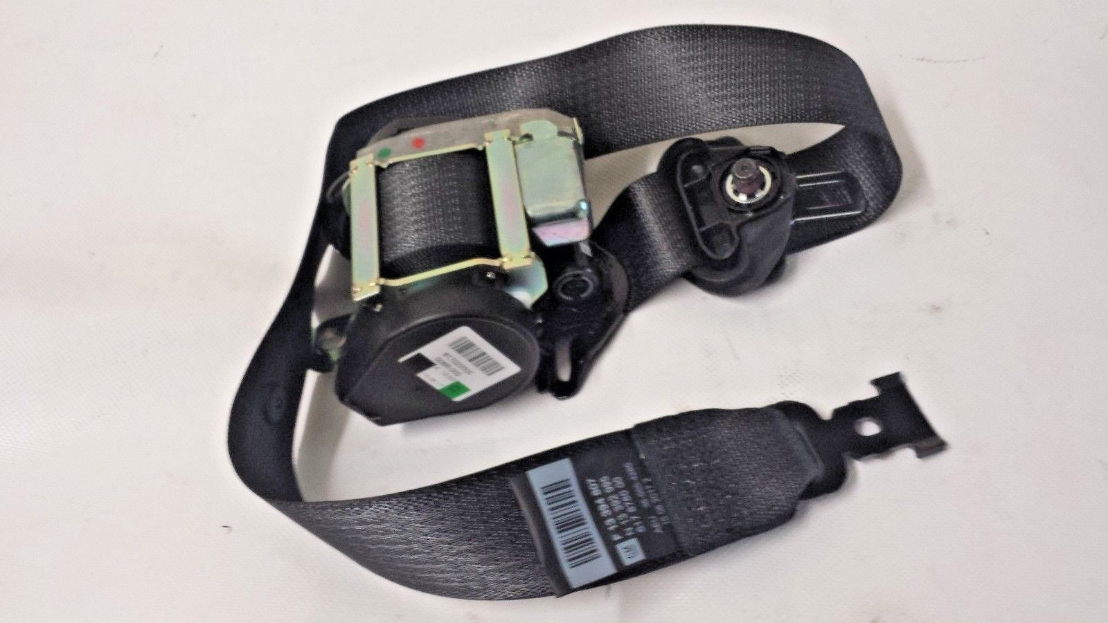 GENUINE  ASTRA J DRIVERS  SIDE  FRONT SEAT BELT 5 DOOR HATCH 13394807 NEW