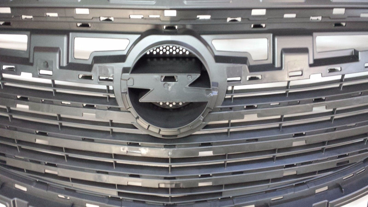 VAUXHALL INSIGNIA FRONT BLACK RADIATOR GRILLE MOULDING NEW 13268730