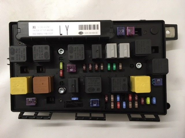 GENUINE VAUXHALL ASTRA H, ZAFIRA B FRONT FUSE BOX EMBLY NEW 93194876 on