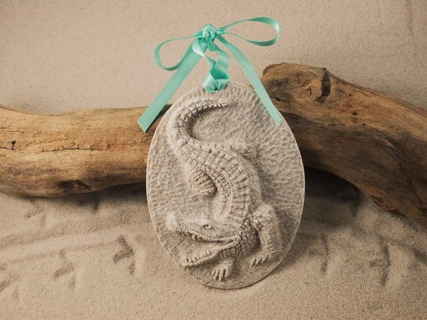 SAND ORNAMENT, CHRISTMAS TREE ORNAMENT, TROPICAL CHRISTMAS DECORATIONS, COASTAL ORNAMENT, SAND ORNAMENT, TROPICAL ORNAMENT, ARENOPHILE, SANTA, CHRISTMAS ORNAMENT, FLORIDA, ALLIGATOR