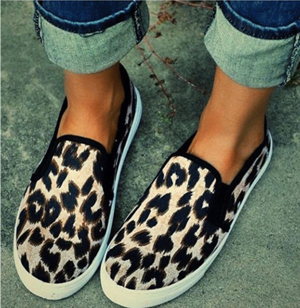 Mostata Slip-On Round Toe Leopard Printed Women's Flats
