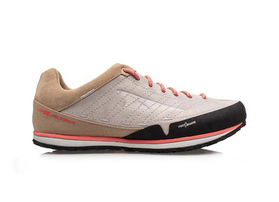 An Altra women's Grafton approach shoe that is light grey and brown