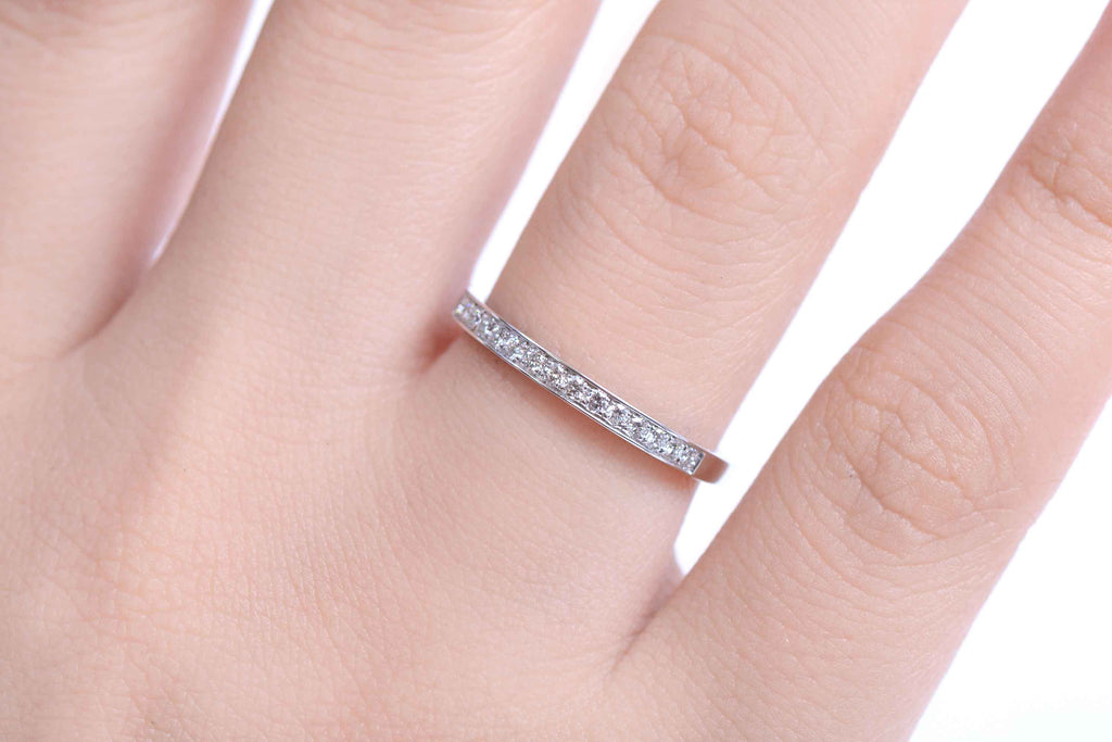 "Alianza ""Everyday"" con 0.15ct de diamantes y 18K (M32952)"
