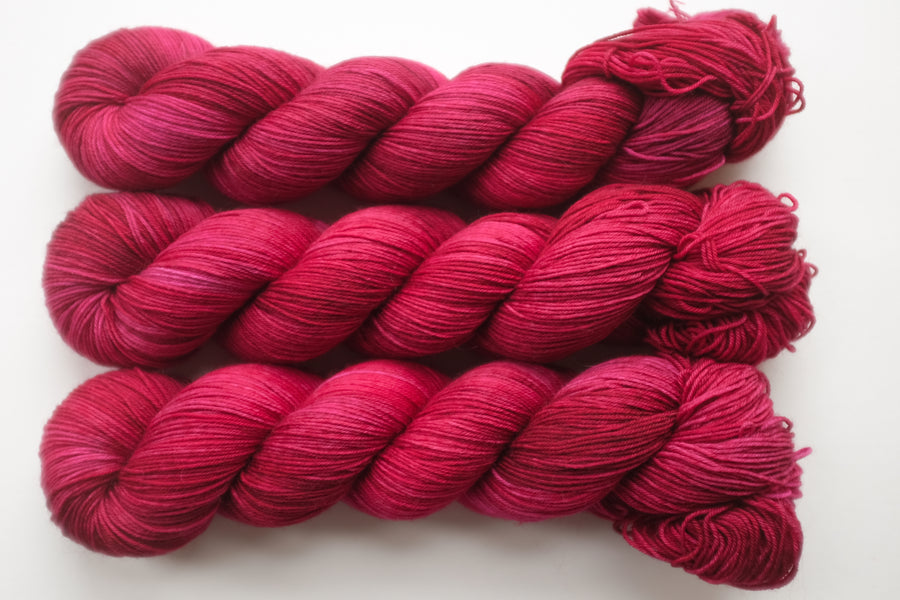 diva - sock blend - hand dyed merino yarn fingering 4ply - 100g
