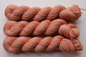 peachy keen - sock blend - hand dyed yarn speckled 4 ply - 100g