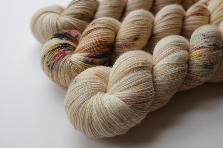 miss kisses - merino lace yarn - hand dyed 2 ply wool - 100g