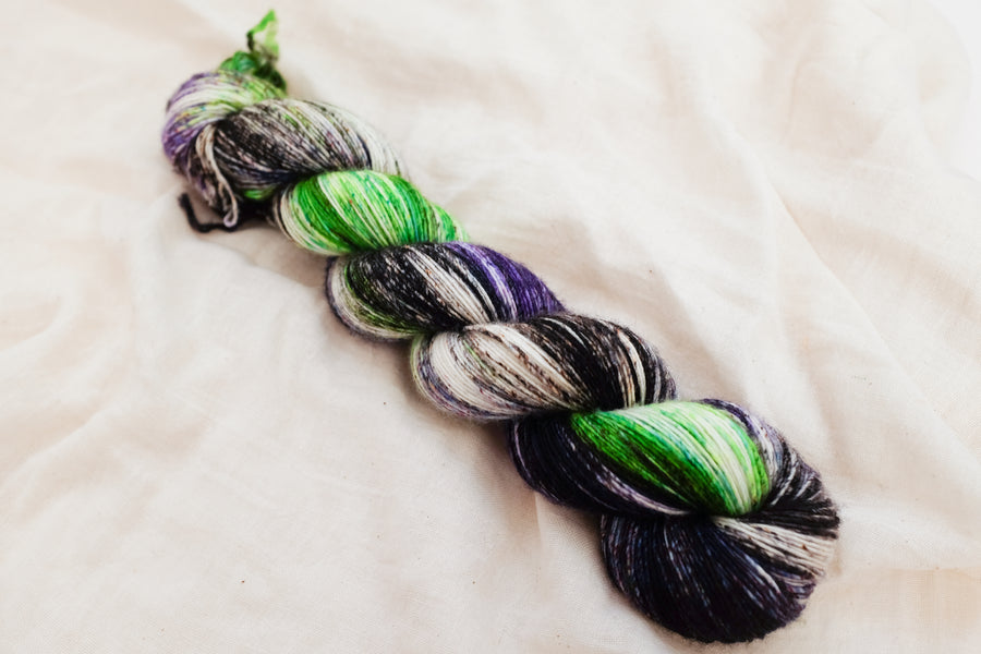 limelight - merino singles - speckled hand dyed yarn purple green black 100g