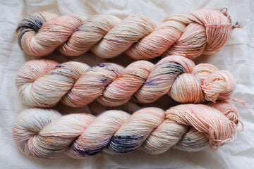 miss kisses - merino singles -  hand dyed yarn 4ply fingering - 100g