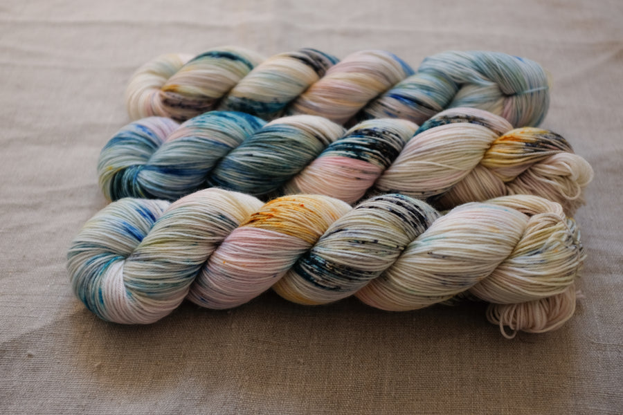oyster - sock blend - 4ply fingering hand dyed yarn - 100g