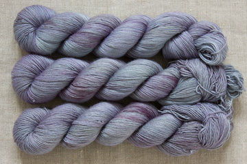 raindrops - merino singles - hand dyed yarn wool blue 100g