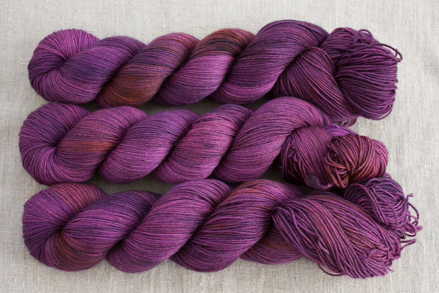 blackberry - sock blend - hand dyed merino yarn fingering 4ply - 100g