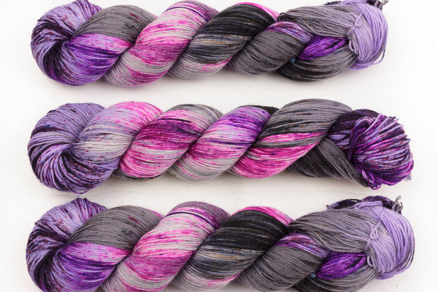 blueberry smoothie hand dyed yarn sock yarn  fingering yarn merino wool speckled yarn 4ply pink purple grey  100g