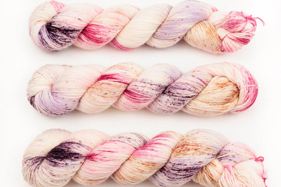 marshmallow - sock blend - hand dyed fingering 4 ply merino wool - 100g