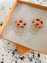 Load image into Gallery viewer, Charlie Flower Earrings