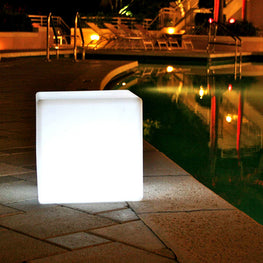 CHILL OUT Decoratiune cubica iluminata LED medie