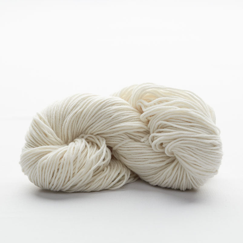 Undyed knitting wool hank