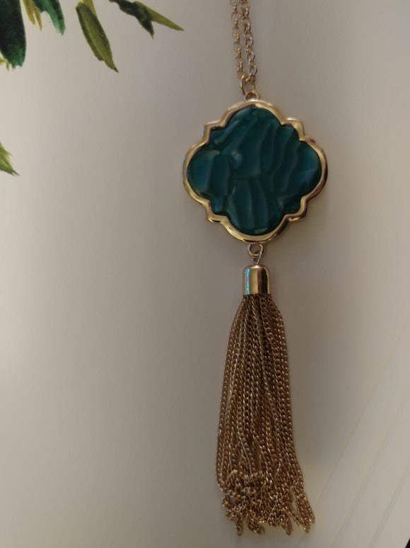 Costume Long Goldtone Green Pearlescent Stone Pendant With A Chain Tassel 413900