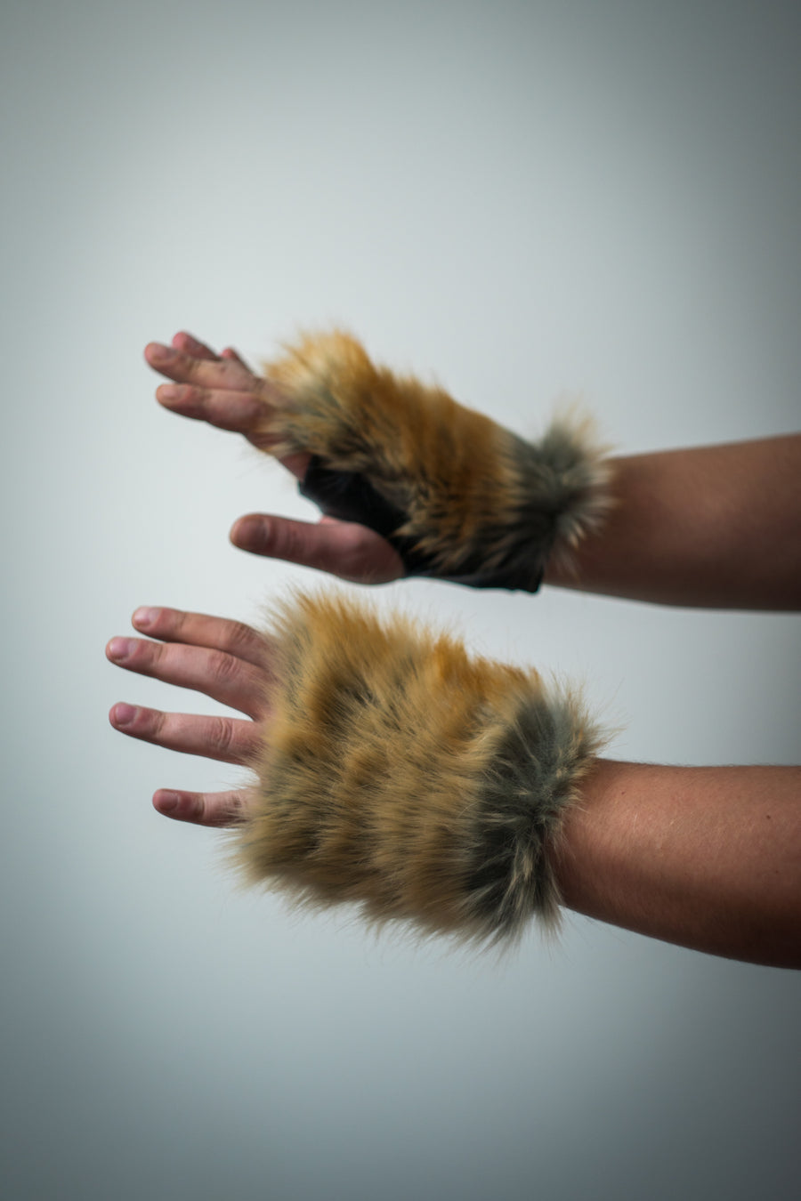 Fox faux fur gloves - LOOKHUNTER