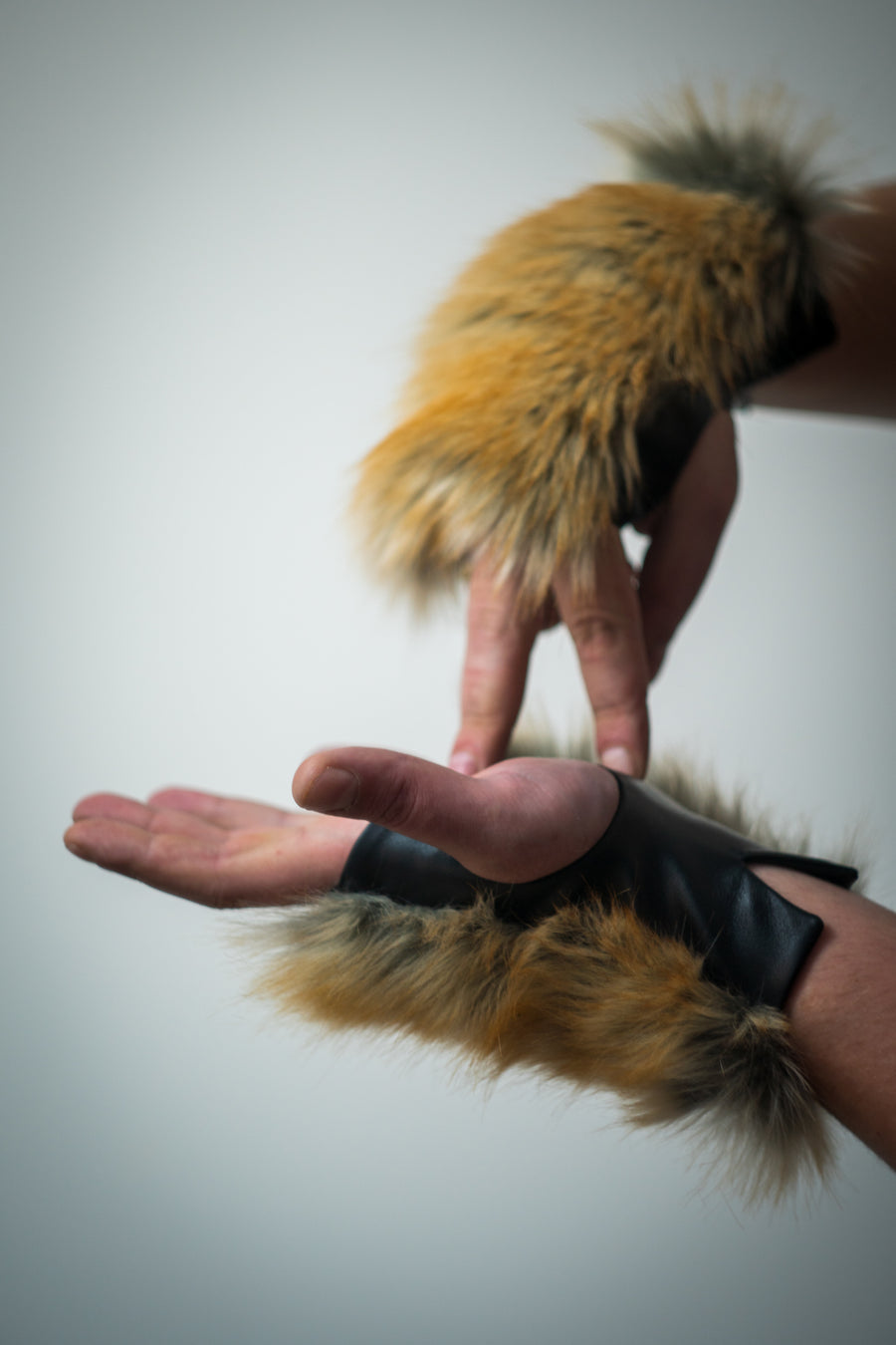 Coyote faux fur mittens - LOOKHUNTER