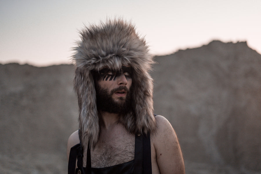 Faux coyote fur hat - LOOKHUNTER
