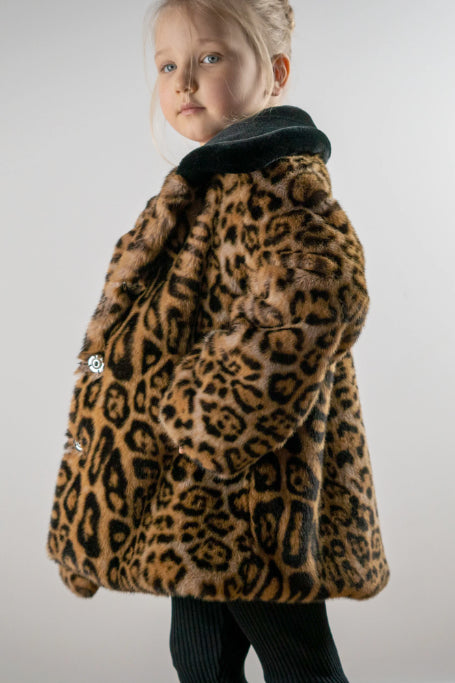 Luxury leopard coat with black collar - LOOKHUNTER