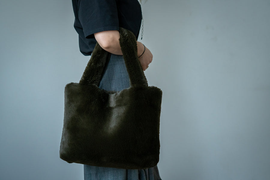 Faux fur tote - LOOKHUNTER