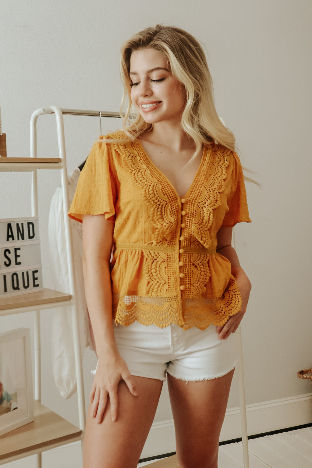 ALL IN THE DETAILS TOP MUSTARD