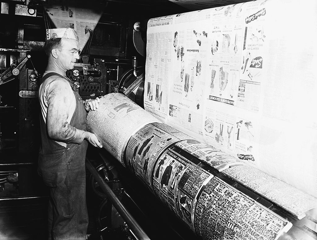 Pressman working with printing plates at the Sioux City Journal-Tribune, August 1946. -- Courtesy Sioux City Public Museum
