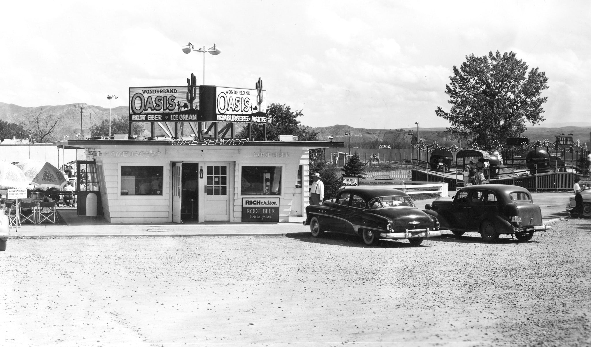 The Oasis drive-in cafe at Wonderland amusement park, 1950s. It served hamburgers, malts, ice cream, and root beer. -- Jim Reich