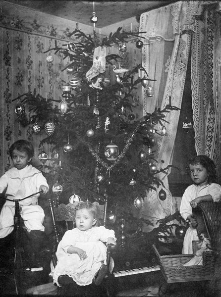 The Less children, who lived at 280 1/2 Austin Street, in December 1913. From left: William, Walter, Emily. -- PRISCILLA (LESS) KNISLEY