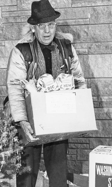 Art Chandler, member of the Goodfellows, delivering boxes of groceries on Christmas, 1960. -- Bremer County Historical Society and Museum
