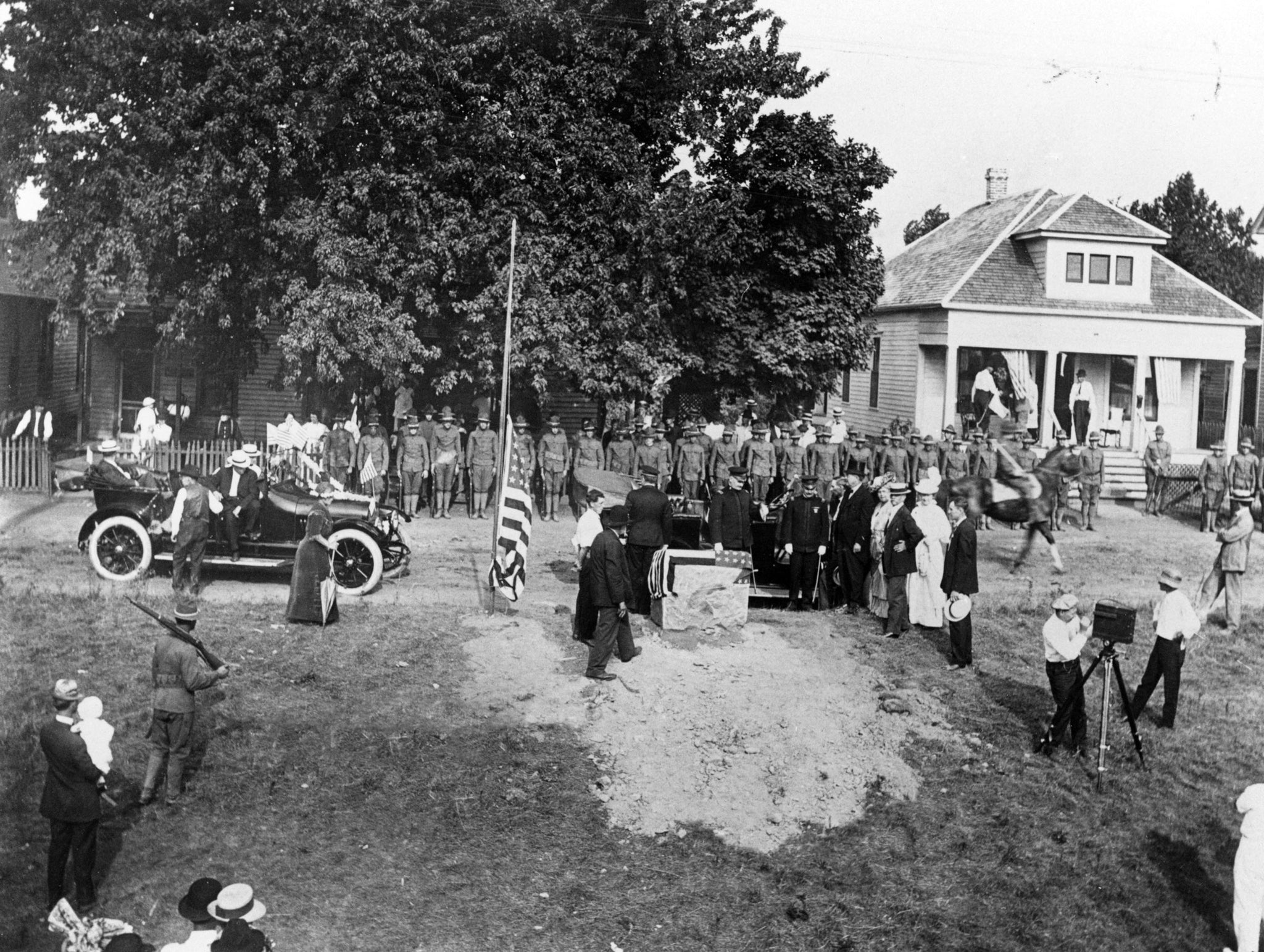 The arrival of Governor Dunn for the Logan Day festivities, August 3, 1914. This took place at General John A. Logan's birthplace in Murphysboro. -- Courtesy Jackson County Historical Society / #1008
