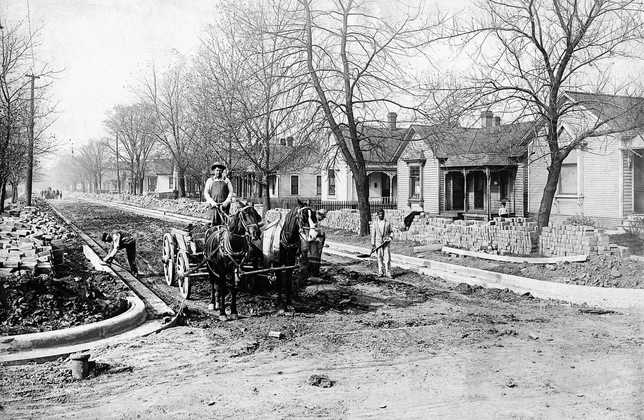 Road workers paving West Leafland Avenue, Decatur, circa 1910. -- Courtesy Decatur Public Library