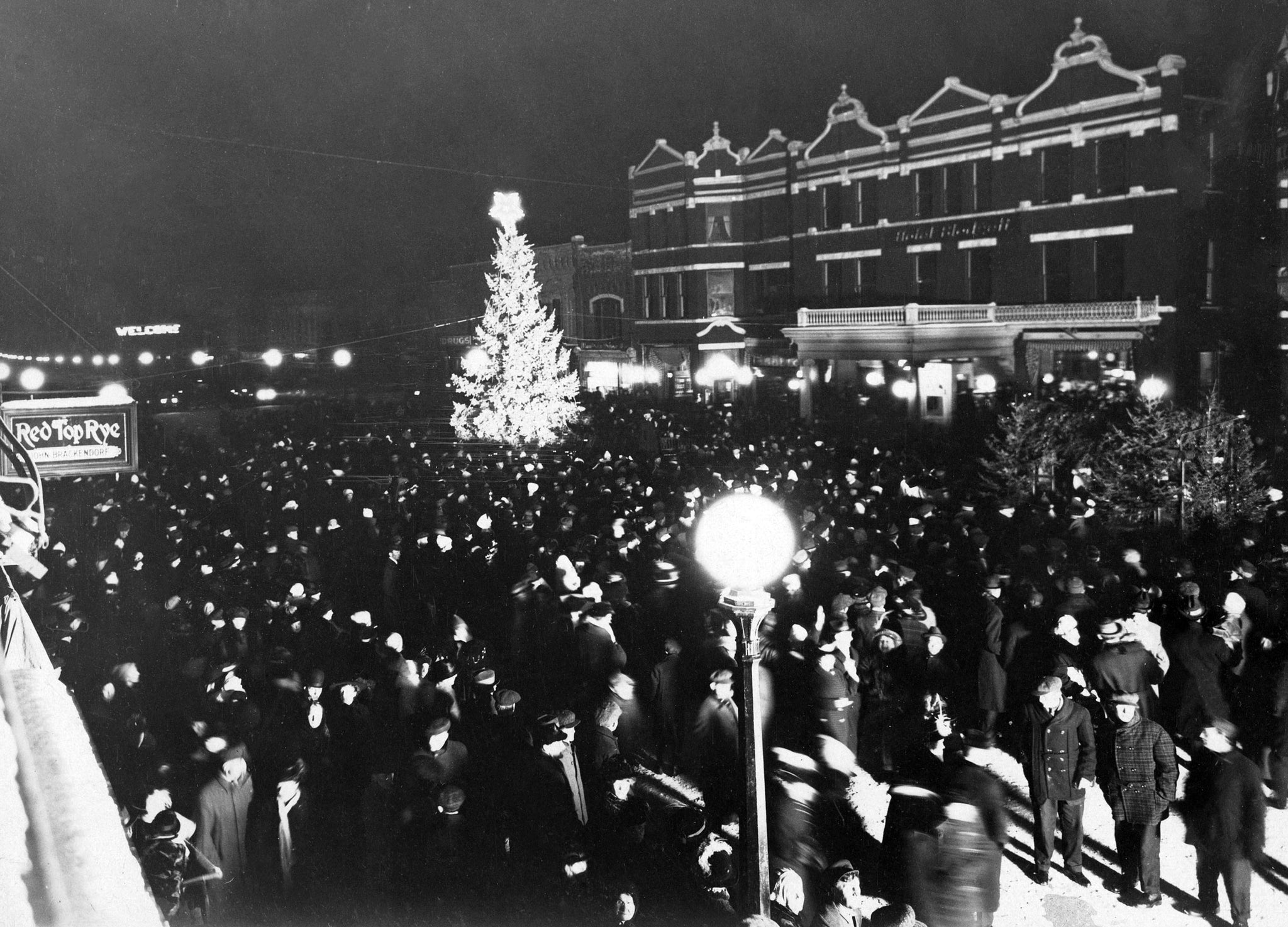Community celebration draws thousands for lighting of the Eagles' First Community Christmas Tree, 1915. -- NORTH WOOD COUNTY HISTORICAL SOCIETY / #N108.16-2