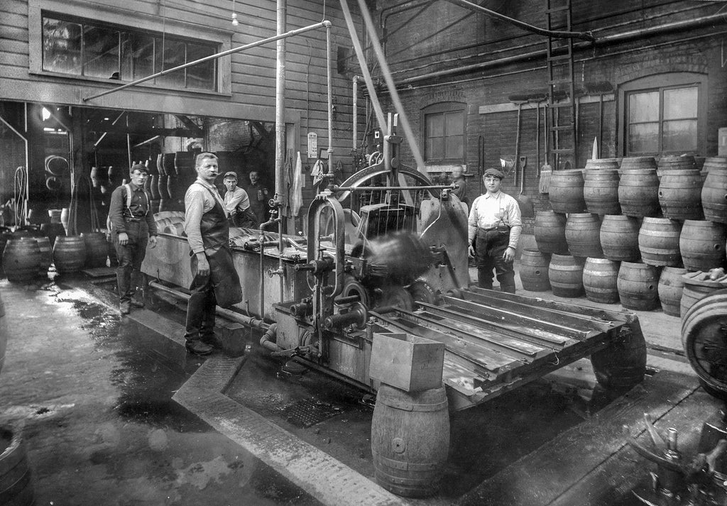 Workers at Henry Weinhard Brewery, circa 1910. -- Oregon Historical Society / #OrHi 50626