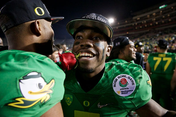 Oregon Ducks running back Byron Marshall #9, celebrates with a rose after beating Florida State in the Rose Bowl, Jan 1, 2015, in Pasadena, California, for the College Football Playoffs. (Thomas Boyd/The Oregonian)