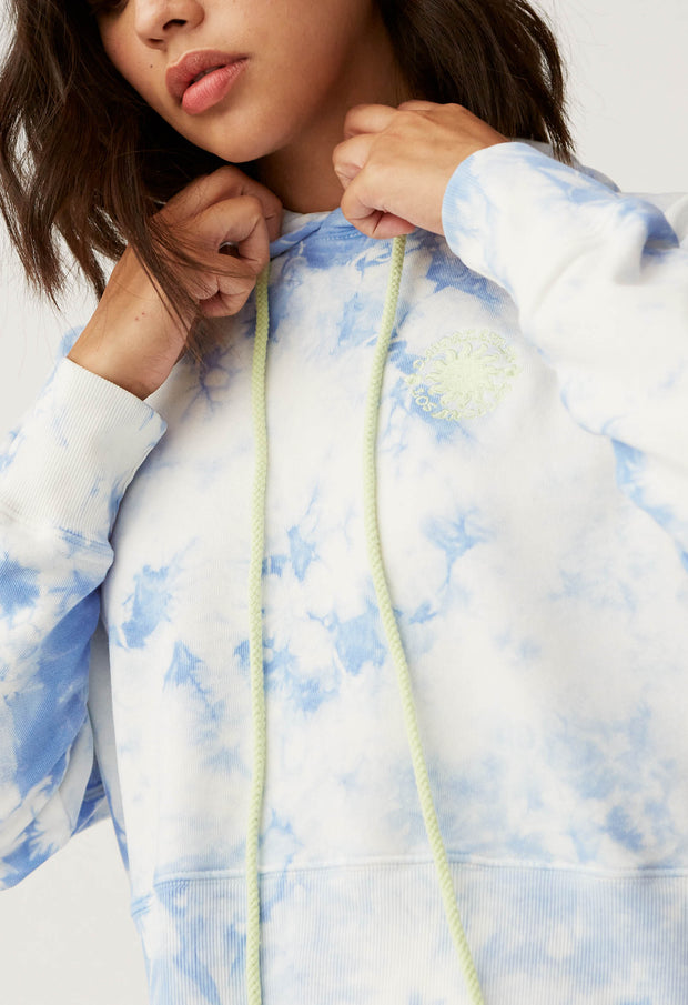 DAYDREAMER- Sunny People Shrunken Hoodie In Periwinkle Cloud