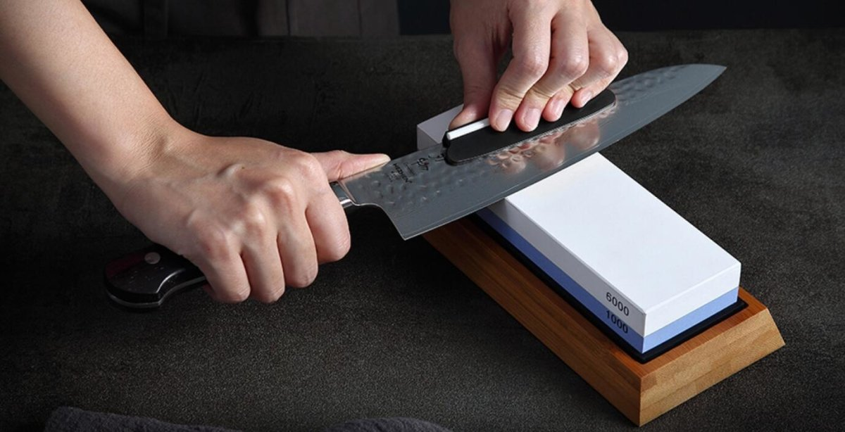 How to sharpen kitchen knives with a whetstone