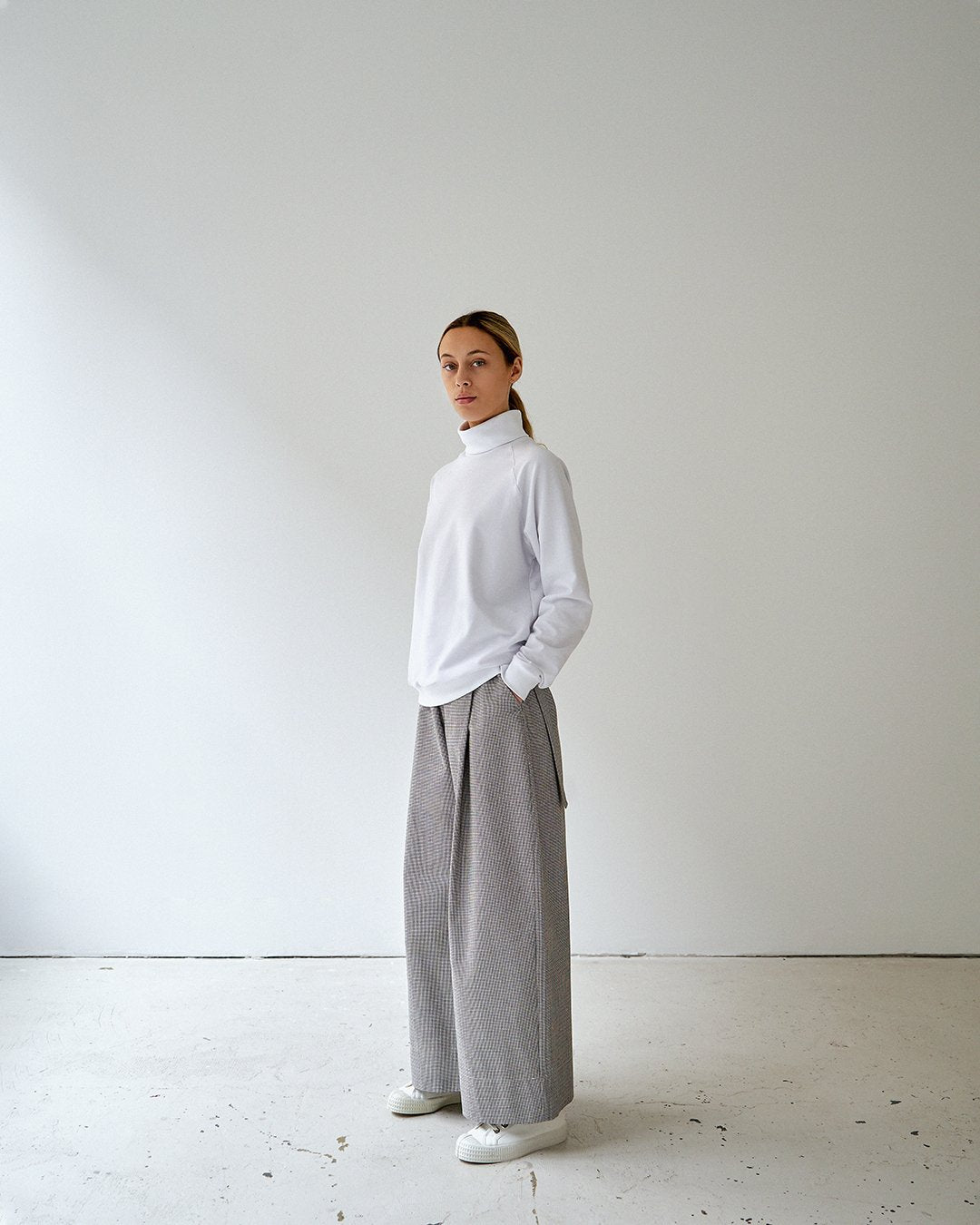 alba turtleneck white unisex