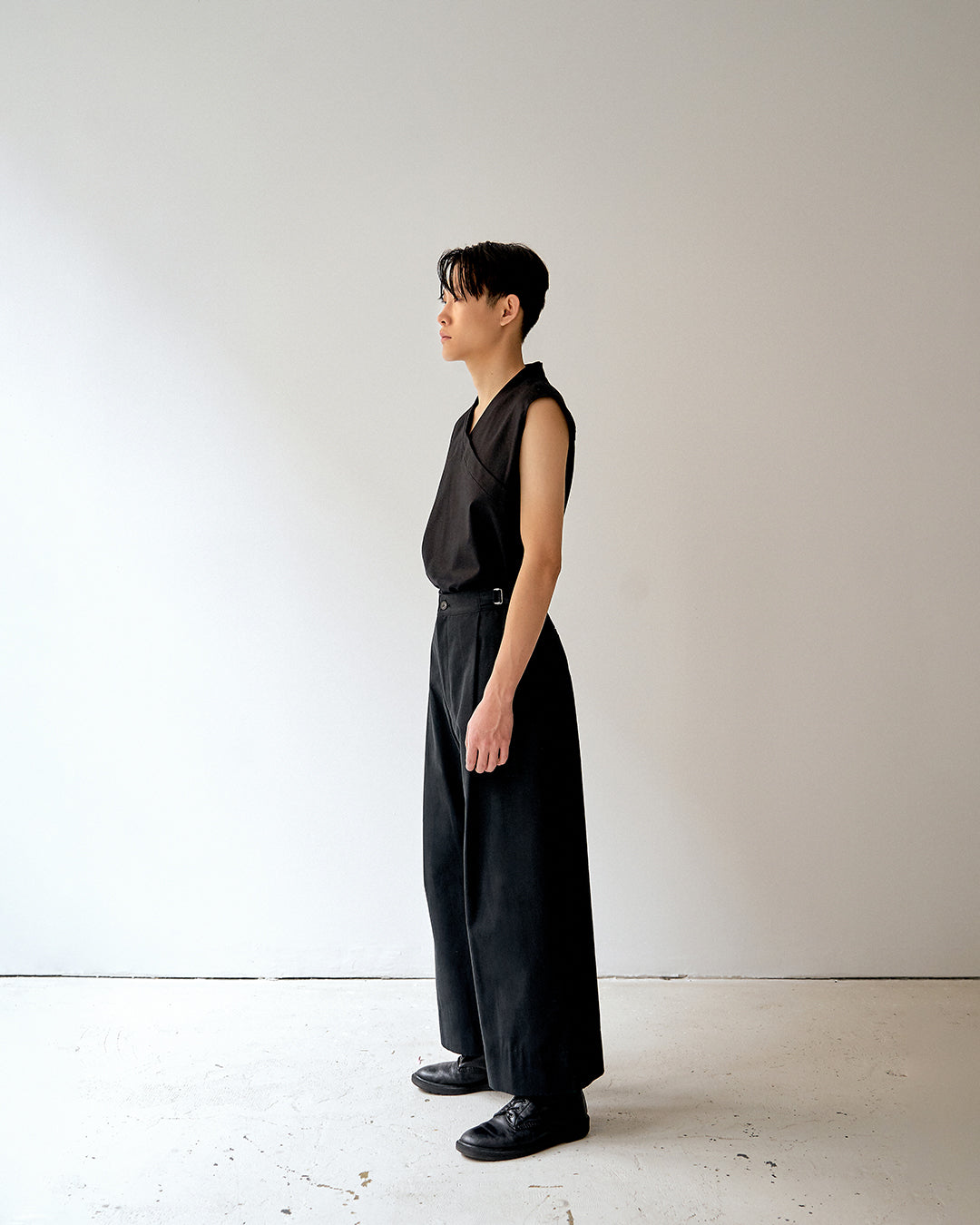 Top black linen tati unisex genderless clothing montreal veri