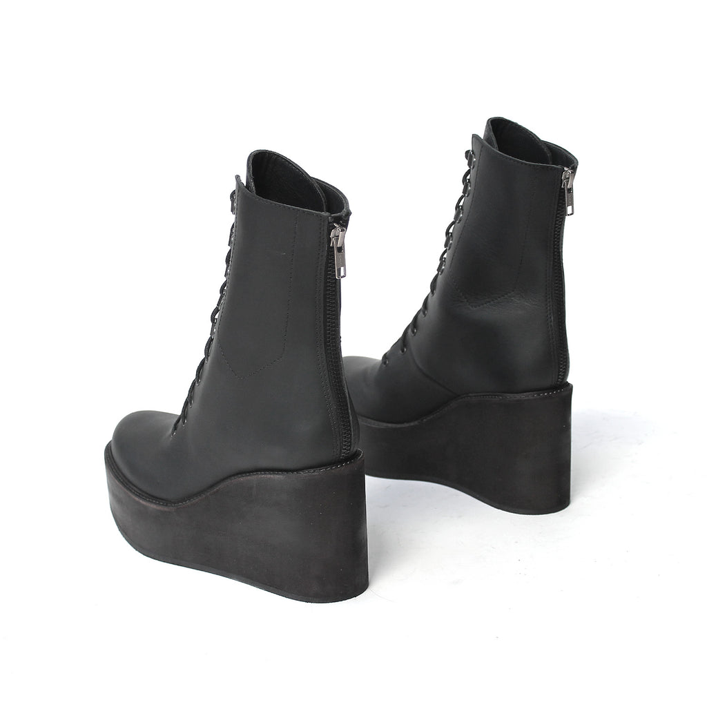 SIZE 37 - THE BELOW WEDGE BLACK