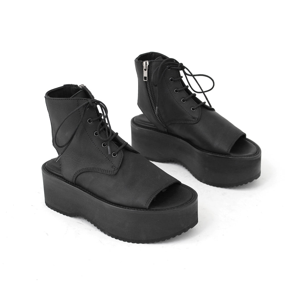 SIZE 35 - THE KNEEL BLACK